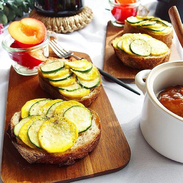 人気の野菜で。ズッキーニトースト