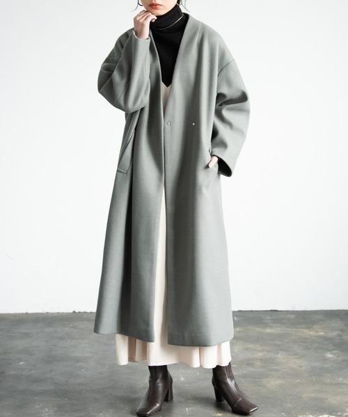 ノーカラーメルトンコートの服装