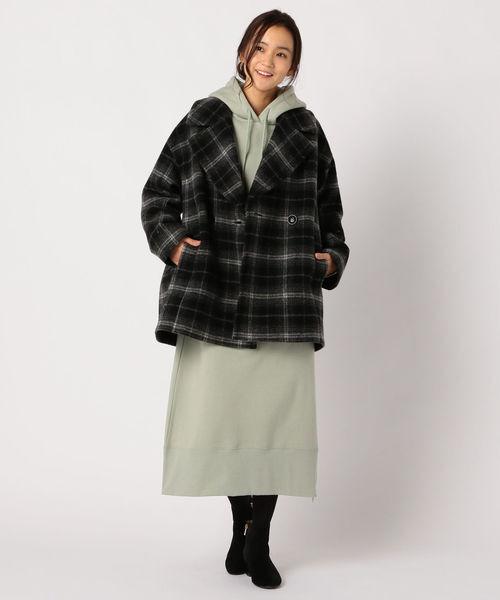 ダブル釦コートの服装
