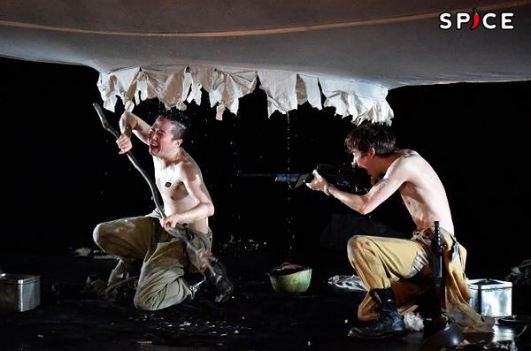 『ボクの穴、彼の穴。The Enemy』舞台写真 撮影:阿部章仁(Akihito Abe)