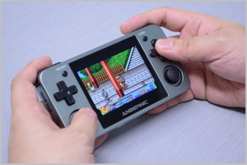 中華製の携帯型ゲーム互換機の「贈り物」の中身