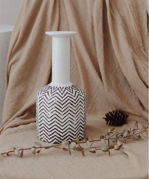 素朴な風合いが魅力の花瓶
