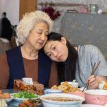 """「人はよく""""自分が知っているものを作るべきだ""""と言いますよね。私はその言葉に従って、自分がとても大切に思っていることについて書きました」『フェアウェル』 ルル・ワン監督インタビュー/ Interview with Lulu Wang about """"The Farewell"""""""
