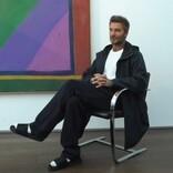 デヴィッド・ベッカム、妻ヴィクトリアのファッションショーへ 白靴下&サンダル姿が大ひんしゅく