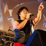 【訂正再掲】ブラマヨ小杉がひたすらB'z熱唱の野外イベント! 青い衣装に「永野さん…ですよね?」