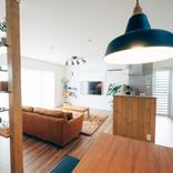 SNSで集めたアイデアと差し色が光る、吹き抜けのある一戸建て(栃木県那須塩原)|みんなの部屋