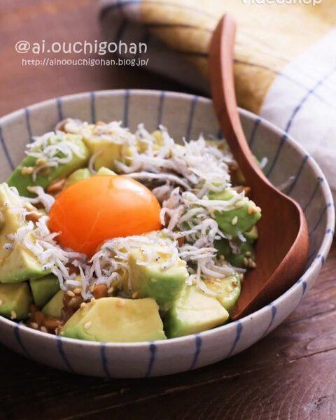 混ぜるだけ。アボカドと納豆の簡単ユッケ