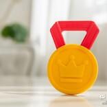 初めてのプレゼントは、特別なものを選びたい! 大切な我が子へ、歯がため『はじめてのメダル』を贈ろう