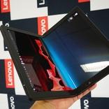 開いてiPad Pro、畳んでiPad。世界初の画面折りたたみPC「ThinkPad X1 Fold」が絶妙サイズすぎる
