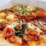 ドミノ・ピザの「クワトロ・ハッピー」Mサイズが持ち帰りなら700円に! 期間限定で1100円もお得!
