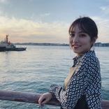 石川恋、夕陽と海バックの笑顔&横顔写真にファン歓喜!