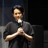 鈴木勝秀×佐藤アツヒロ『YARNS』舞台写真&コメント到着!「演劇の可能性を広げた作品」