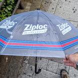 ジップロック(Ziploc)を再利用した傘のシェアリングサービスがスタート! 軽くて丈夫でかわいいデザイン