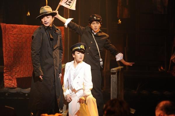 『下谷万年町物語』 (12年) 演出:蜷川幸雄 撮影:細野晋司