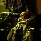 稲垣吾郎、二階堂ふみを抱きしめる 耽美なキスシーンも<ばるぼら>