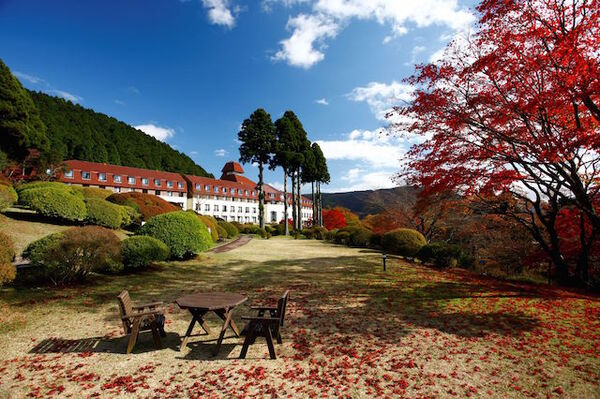 山のホテルと庭園の紅葉