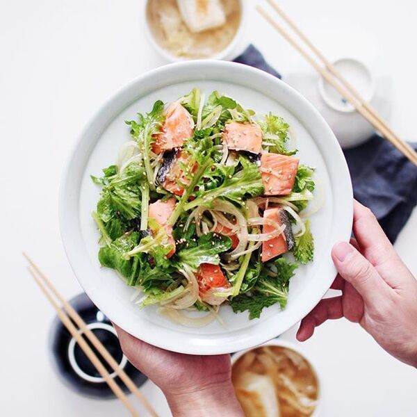 栄養満点なレシピ。焼き鮭サラダ