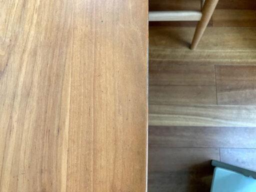 汚れが落ちにくくなったダイニングテーブル