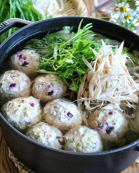 人気レシピ!鶏団子と笹がきゴボウの大人鍋