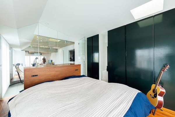 大容量のクロゼットがある寝室