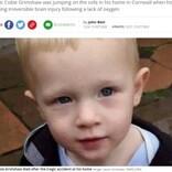 2歳男児 ソファで跳ねている最中にブラインドのひもに首が絡まり死亡(英)