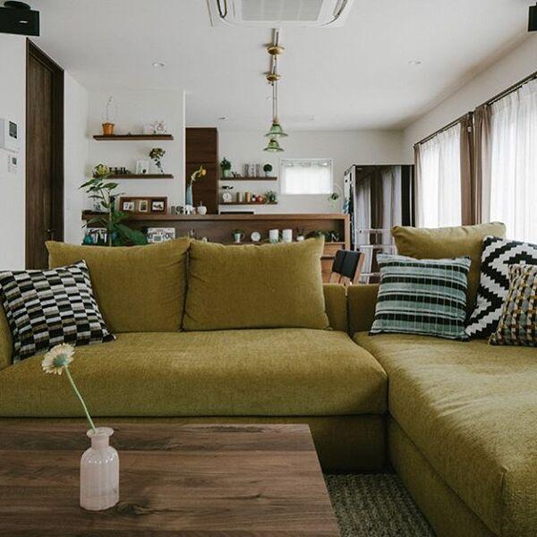 風水で南の位置とマッチする黄緑色のソファ