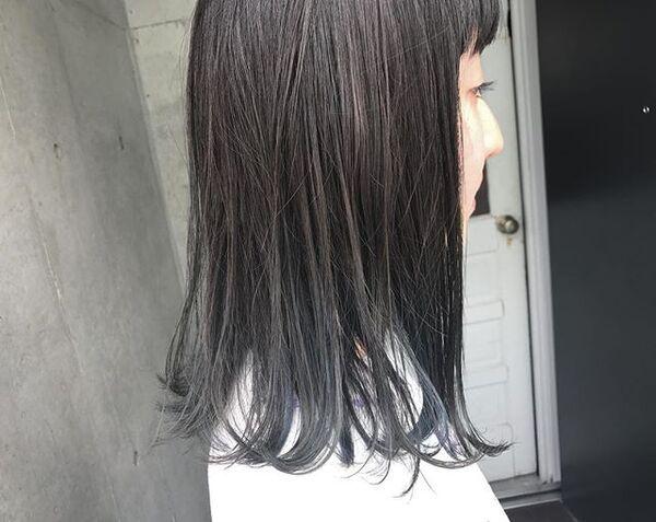 クールな印象のブルーブラックヘア