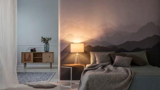 ベッド横に間接照明を置く