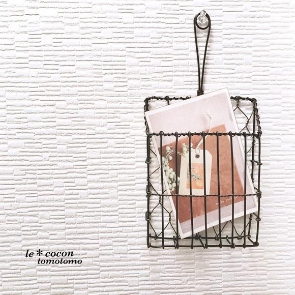 ワイヤーアートのポストカードホルダー
