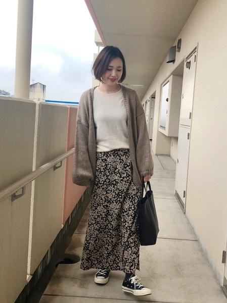 ローゲージニットカーディガン×花柄スカート