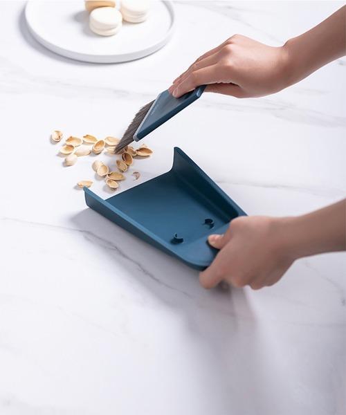 [aimoha] デスクトップほうき ワイパー付き スタンド収納 / 可愛い卓上ほうき