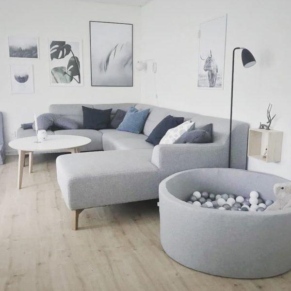 部屋のゾーニングにも役立つソファ