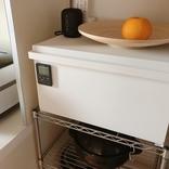 キッチンの生活感を一掃! 「ブレッドケース タワー/ホワイト」レビュー