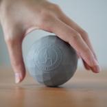 手のひらサイズのマッサージボールが、小さいのに全身のコリをほぐしてくれる優れものだった|マイ定番スタイル