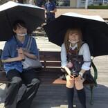 """松村北斗&""""金髪""""森七菜、日傘をさしてニッコリ 『ライアー×ライアー』メイキング写真公開"""