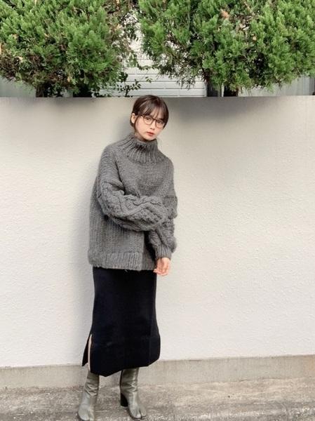 グレーニット×黒タイトスカートの冬コーデ