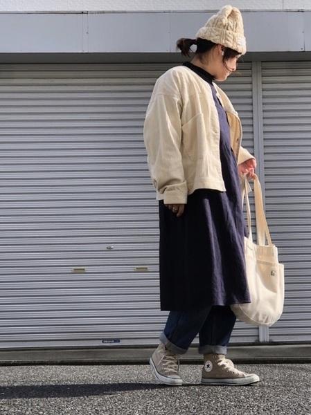 ジャケット×紺ワンピースの冬コーデ