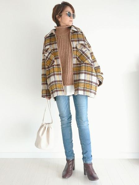 チェックジャケット×水色デニムの冬コーデ