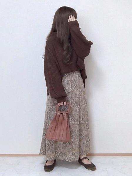 茶色ニット×ペイズリースカート