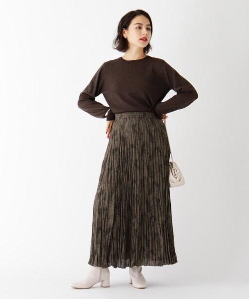 茶色ニット×パイソン柄スカート
