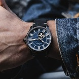 繊細だけど豪快? 中世ゴシック建築を取り入れた機械式腕時計