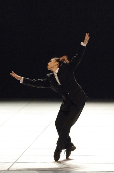 貞松・浜田バレエ団『DANCE』即興ソロを踊る 撮影:古都栄二(テス大阪)