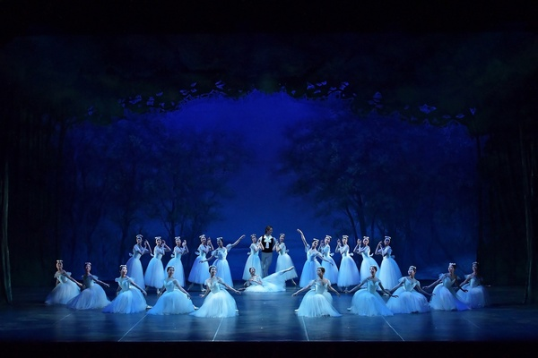 Ballet Company West Japan 第1回公演より『ショピニアーナ』 撮影:岡村昌夫(テス大阪)
