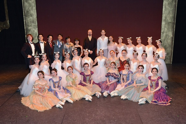Ballet Company West Japan 第1回公演 終演後の記念撮影 撮影:岡村昌夫(テス大阪)