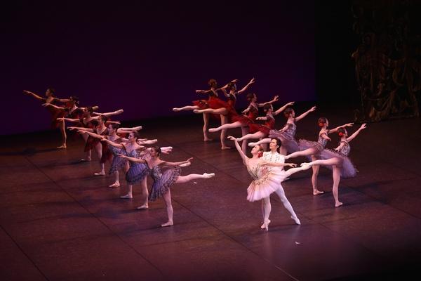 Ballet Company West Japan 第1回公演より『パキータ』 撮影:文元京香(テス大阪)