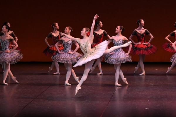 Ballet Company West Japan 第1回公演より『パキータ』 撮影:岡村昌夫(テス大阪)