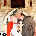 噂のビッグカップル、ついに婚約。お互いの離婚をなぐさめ合い絆深めた
