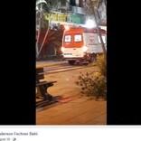 散歩中に倒れた飼い主を追って救急車の後ろに飛び乗った犬(ブラジル)