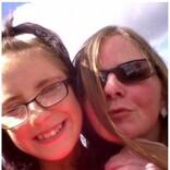 腹痛を訴える13歳娘を放置しバーに出かけた母親、娘はたった一人で死去(スコットランド)