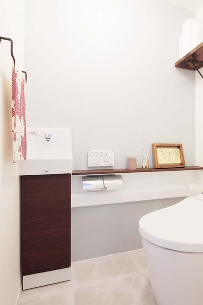 タンクレストイレと手洗いボウル